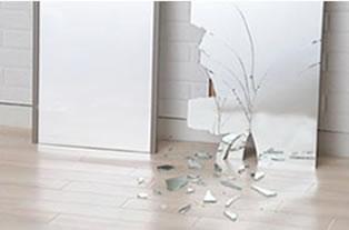 万が一の地震でも割れないので安全です